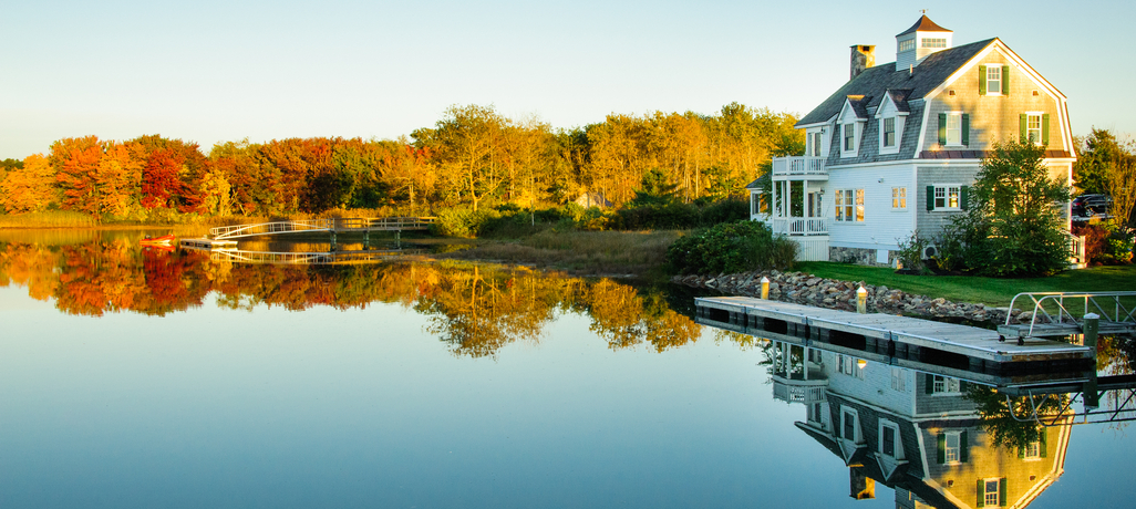 Design Tips to Consider When Building Your Waterfront Custom Home